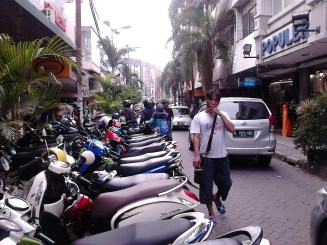 Kawasan pertokoan tekstil Pasar Baru Jakarta