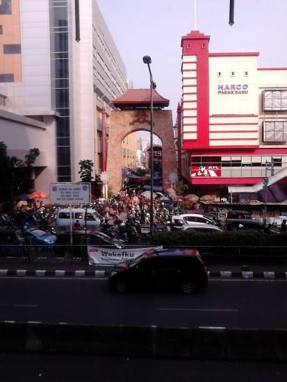 Pintu Pasar Baru di Jl. Samanhudi