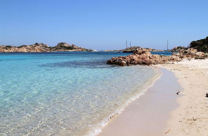 Vacanze in barca a vela con Sirena Sailing: Budelli