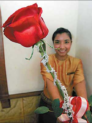 50-carat-diamond-necklace-touted-as-the-worlds-most-expensive-valentines-rose-at-a-hotel-in-bangkok.jpg