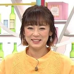 ブロンドヘアーの佐藤仁美さん