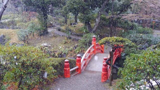 旧安田庭園_雪の太鼓橋