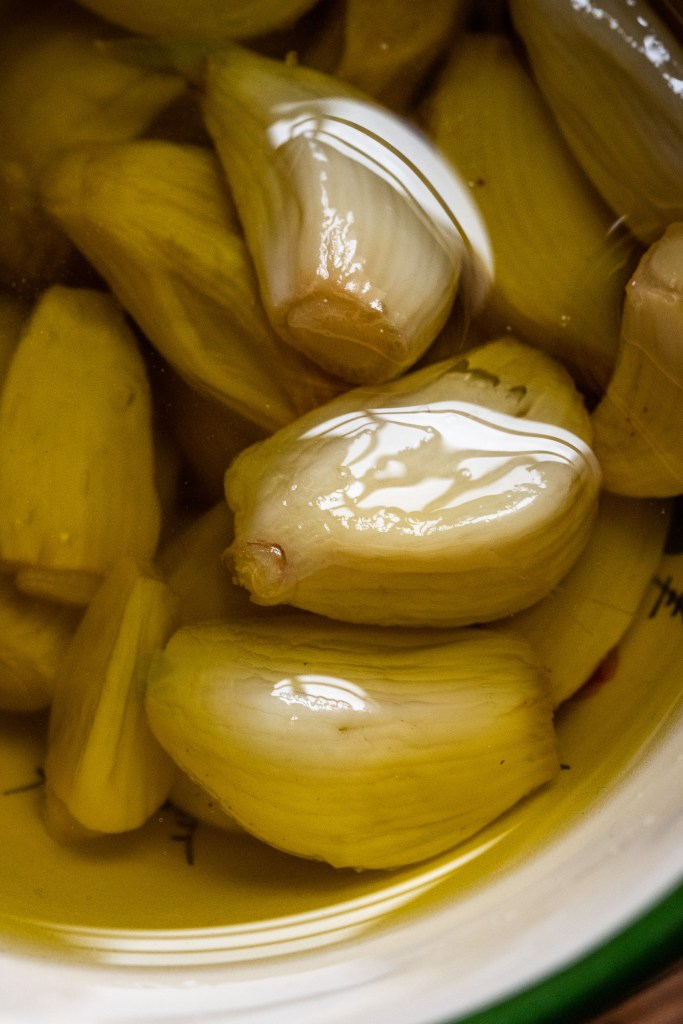 סקורדליה - מתכון לממרח שום יווני בבלוג המתכונים סירפלא של אורלי פלאי ברונשטיין והצלם נמרוד סונדרס