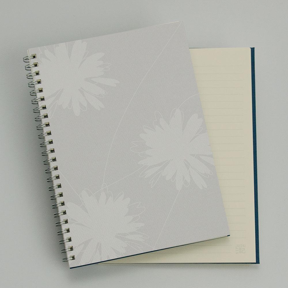 オーダーノート(A5)<br>hana グレー<br>(裏表紙/濃青)イメージ1