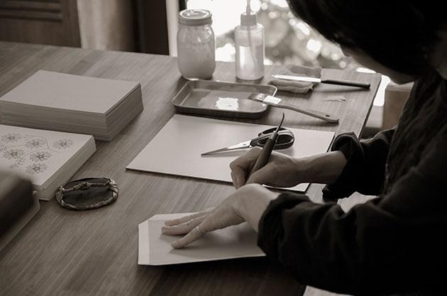 リングノートの制作風景(表紙づくり)