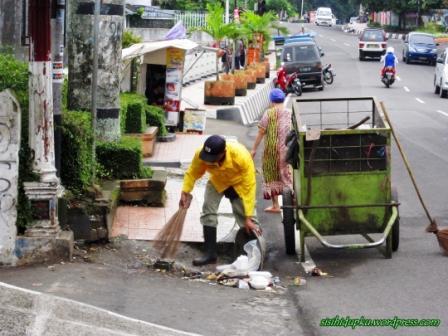 Tukang sampah2