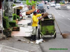 Tukang sampah3