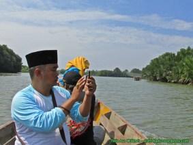 Bang @komarbekasi mengabadikan keindahan Muara Gembong.