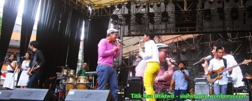 Maliq d'Essential on stage