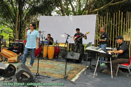 Sastrani saat check sound di Reunion Stage