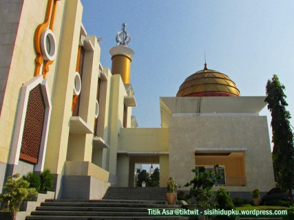 Sisi kiri Masjid Agung Sukabumi.