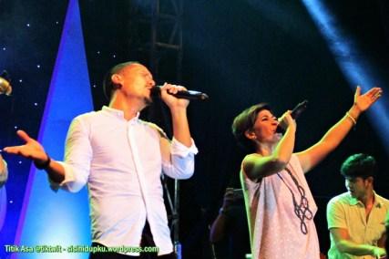 Duo vokalis yang hebat.