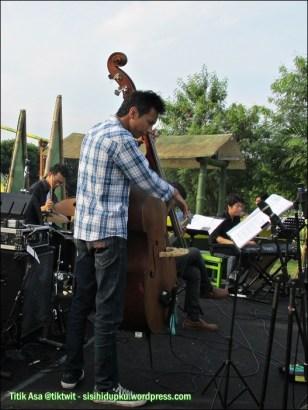 Solo Jazz Society.
