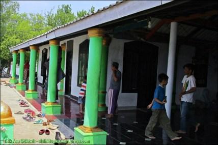 Bagian depan Masjid Alam Blacan