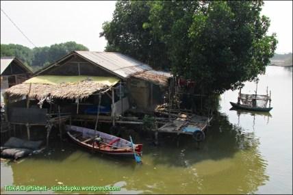 Warung diujung Jembatan Blacan