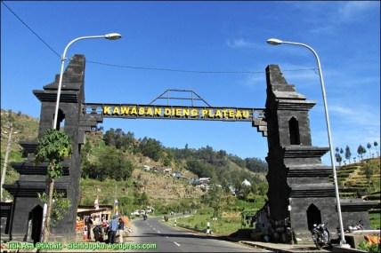 Gerbang memasuki kawasan Dieng Plateau