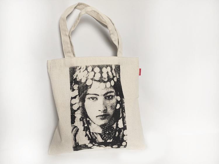 tote-bag-sissimorocco-portrait-femme-beaute
