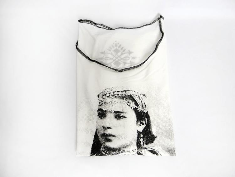 tee-shirt-sissimorocco-portrait-de-femme-piece-unique-blanc