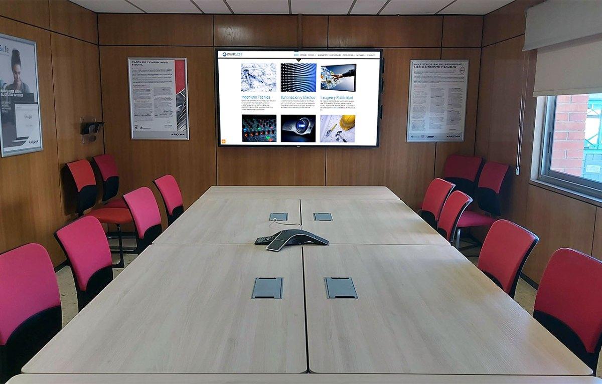 Conexionado de mesas en salas de reuniones