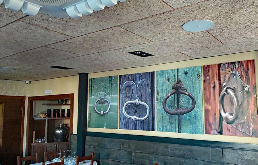 Detalle techos con Sistema de sonido ecler instalado en restaurante Cal Cofa por Visual Planet