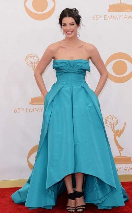 Eu sabiiiiia que algum dos vestidos de Oscar de la Renta ia aparecer no red carpet. Não foi a minha aposta, mas esse que Jessica Pare usou é tão lindo quanto.