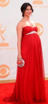 Morena Baccarin mostrando que grávidas também podem se vestir muito bem em eventos de gala. Adorei o look.