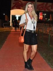 Flávia Alessandra - que deve beber formol pra conseguir ficar mais bonita a cada dia que passa - arrasou! Um dos meus preferidos desse final de semana.