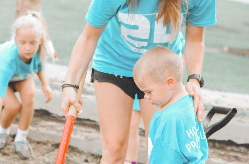 woman volunteering with children