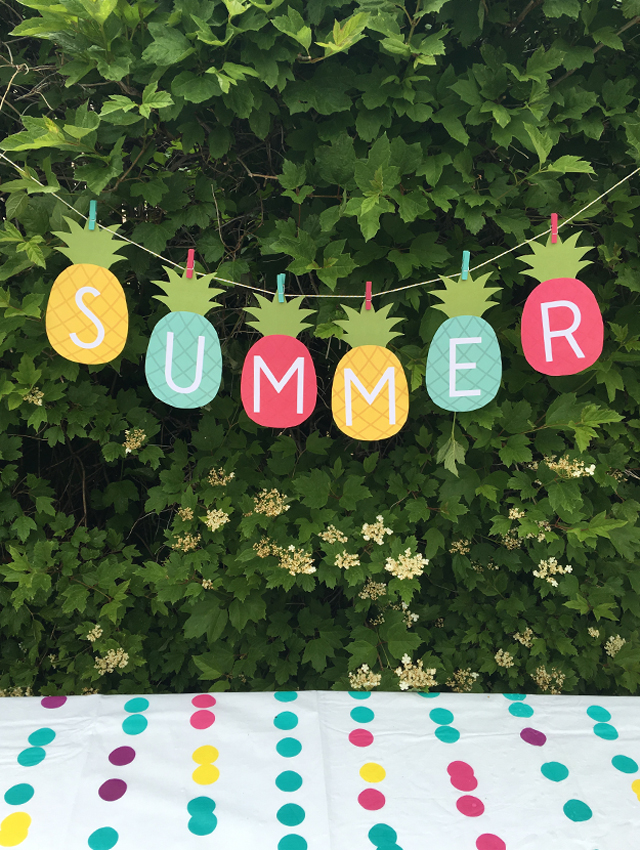 Summer Pineapples Printable Banner via my sister's suitcase