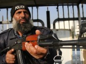 995564-policemanpakistanx-1448059965