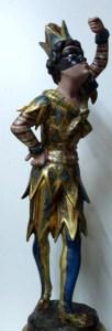 Statuette d'Arlequin, bois doré, vernis colorés
