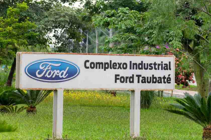 foto da entrada da fabrica da ford em taubate no complexo industrial