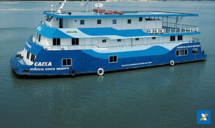 Ribeirinhos do Pará e Amazonas recebem auxílio por meio de agências-barco