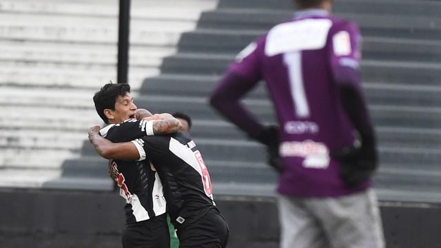 Vasco vence Macaé no São Januário e ainda sonha com vaga na semifinal da Taça Rio