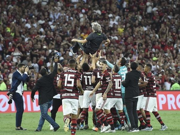 Bruno Henrique faz 3 no Ceará e disputa a artilharia do Brasileirão com Gabigol