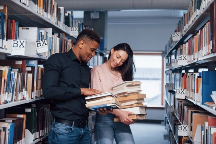 CAPES prorroga prazos de bolsas de estudo e pesquisa
