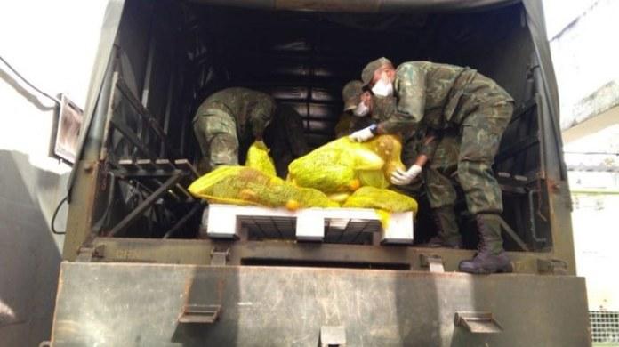 Marinha realiza transporte de alimentos para famílias de baixa renda