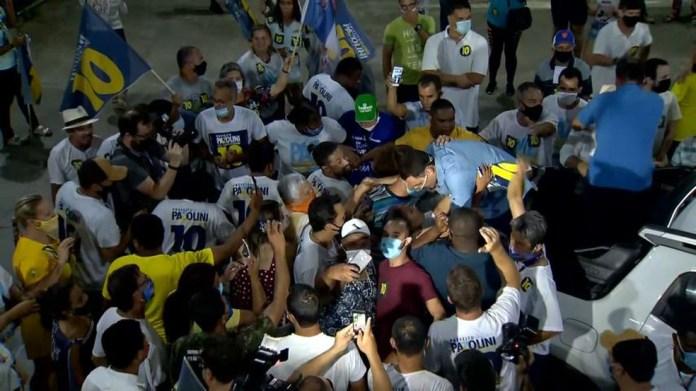 Eleito em Vitória, Pazolini comemorou o resultado em meio a apoiadores — Foto: Reprodução/ TV Gazeta