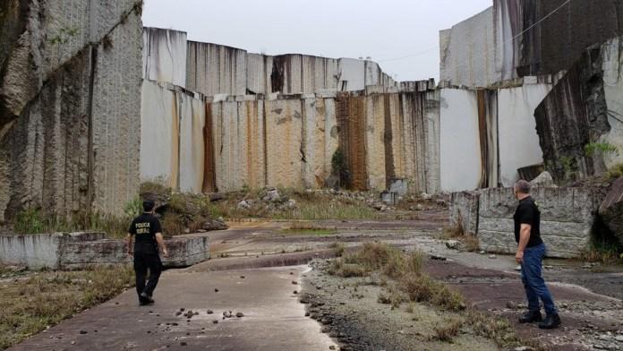 Polícia Federal fecha pedreira em Afonso Cláudio, ES, por suspeita de extração irregular de granito. — Foto: Divulgação/PF-ES