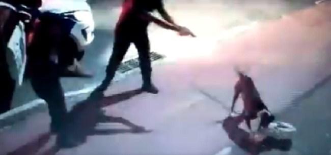 Vídeo mostra agente da Guarda Municipal atirando em cachorro — Foto: Reprodução