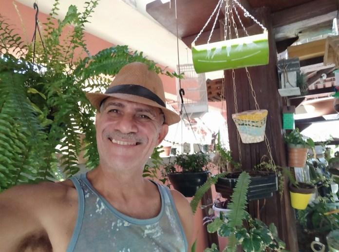 Artista plástico e artesão Kleber Nery, de 58 anos, foi encontrado morto dentro de casa — Foto: Reprodução/Redes sociais