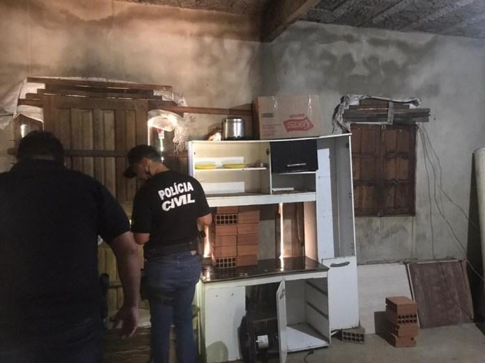 Casa onde idoso foi encontrado tinha janelas e portas pregadas por dentro, sem nenhuma ventilação, o que provocava calor extremo. — Foto: Divulgação/PCES