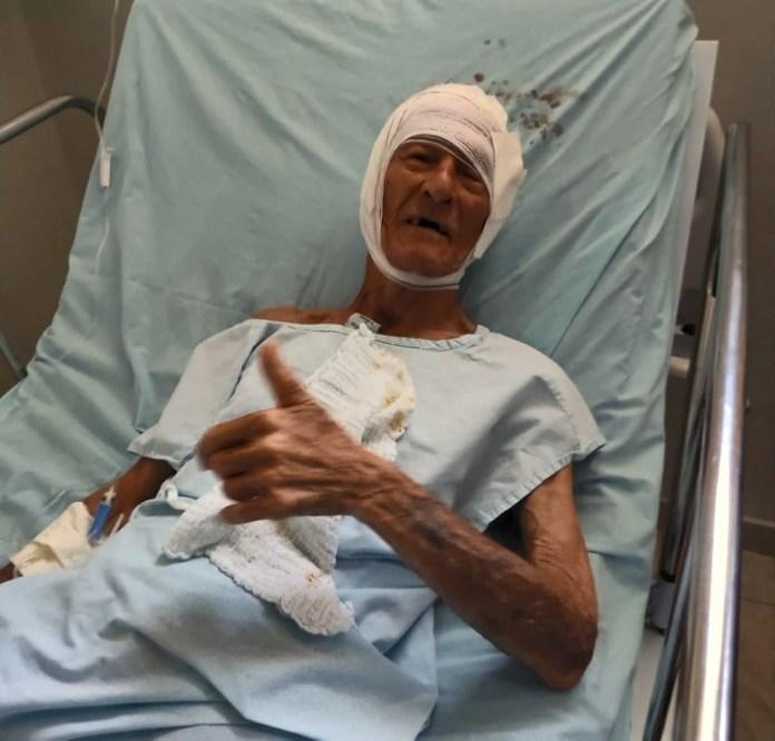 Mario Mateus de Oliveira, de 90 anos, foi salvo por policial após cair em rio e levado para hospital