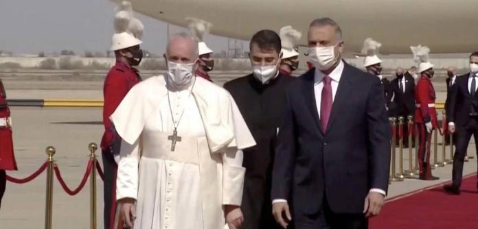 Papa Francisco chega ao Iraque