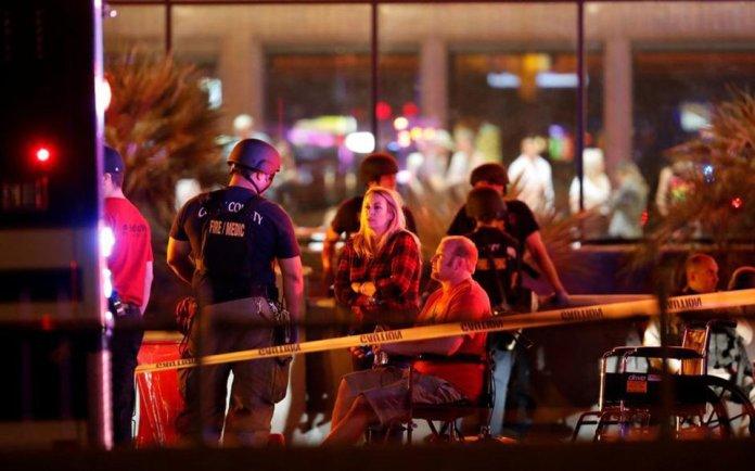 """""""Um país que mata presidentes eleitos como Abraham Lincon, James Abraham Garfield, John Fritsgerald Kennedy, persegue e mata os seus como no macarthismo, vive com o dedo no gatilho. O atirador de Las Vegas, que fuzilou 59 pessoas, ferindo mais de 100 outras, estava com dez fuzis no quarto do hotel, de onde disparou contra 40 mil pessoas que se divertiam num show"""", diz o colunista Laurez Cerqueira; """"Os Estados Unidos deixaram de ser referência de sociedade há muito tempo. Eles hoje sãoreferência bélica, de ganância, de doenças sociais mais graves decorrentes da decadência do capitalismo"""""""