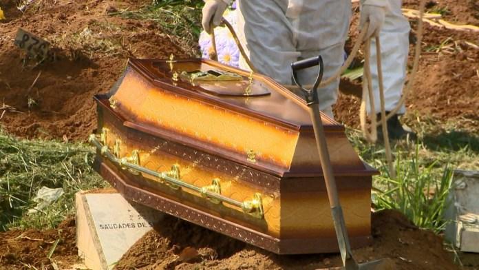 Enterro de vítima da Covid-19 no ES