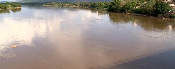 Moradores de municípios do Espírito Santo ainda sofrem as consequências da lama que poluiu o Rio Doce