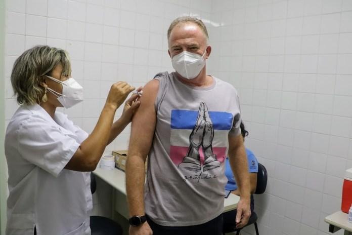 Renato Casagrande recebeu a vacina nesta terça-feira (20) — Foto: Divulgação/Governo do es
