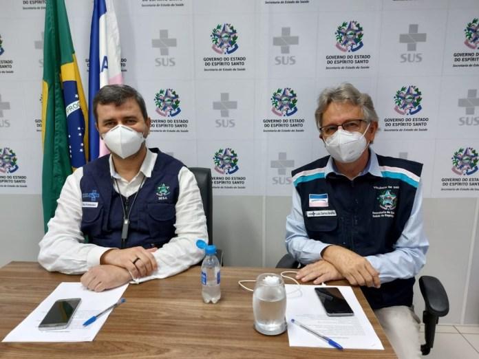 Secretário de Saúde, Nésio Fernandes, e o subsecretário de Vigilância em Saúde, Luiz Carlos Reblin, em coletiva de imprensa nesta sexta (16) — Foto: Divulgação/Sesa
