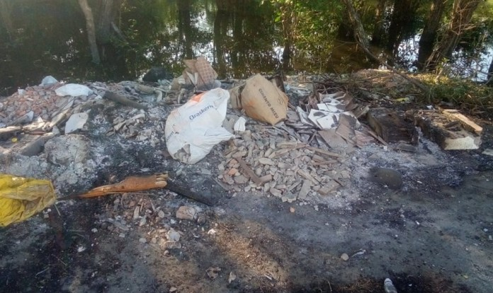 Descarte irregular de entulhos em Maria Ortiz, Vitória — Foto: Divulgação/Central de Serviços